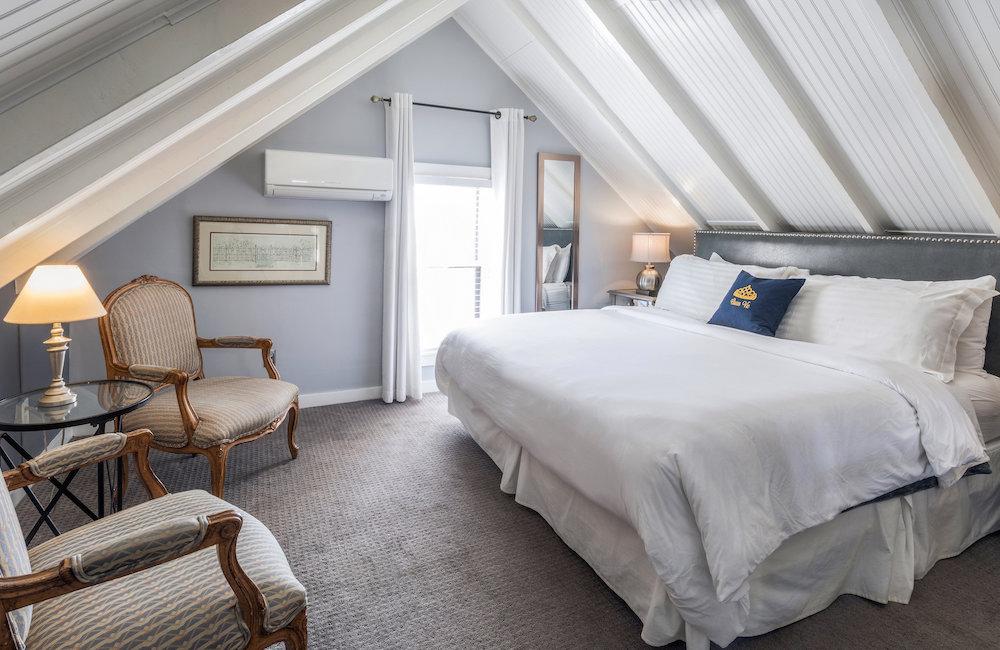 Room 18 Queen Vic Ptown
