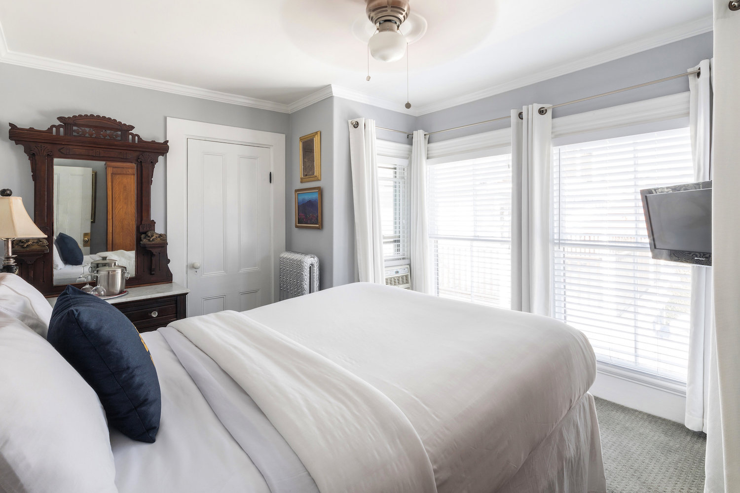 queen-vic-quest-house-provincetown-ROOM-14-MAIN-VIEW